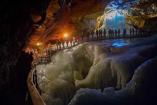 Guided tour through the Dachstein Ice Cave